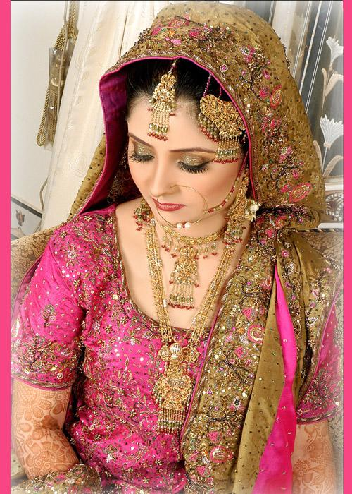 Latest-Pakistani-Bridal-Walima-Dresses-11