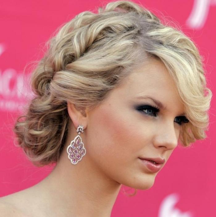 Красивейшие прически на выпускной средняя длина волос