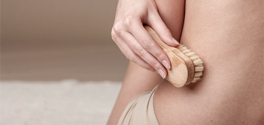 dry-brushing-for-stretchmarks