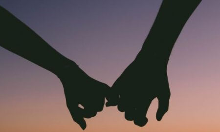 How to hold hands on a date before dating. What is the right timing and excuse