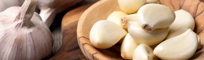 How to use garlic for clear skin